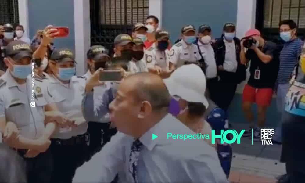 Dávila descontrolado arremete en contra de agentes de la PNC