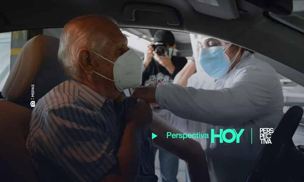 Salud inicia vacunación de adultos mayores en medio de polémica